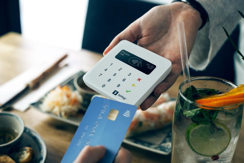 Con le detrazioni fiscali sui pagamenti digitali, SumUp vende più POS thumbnail