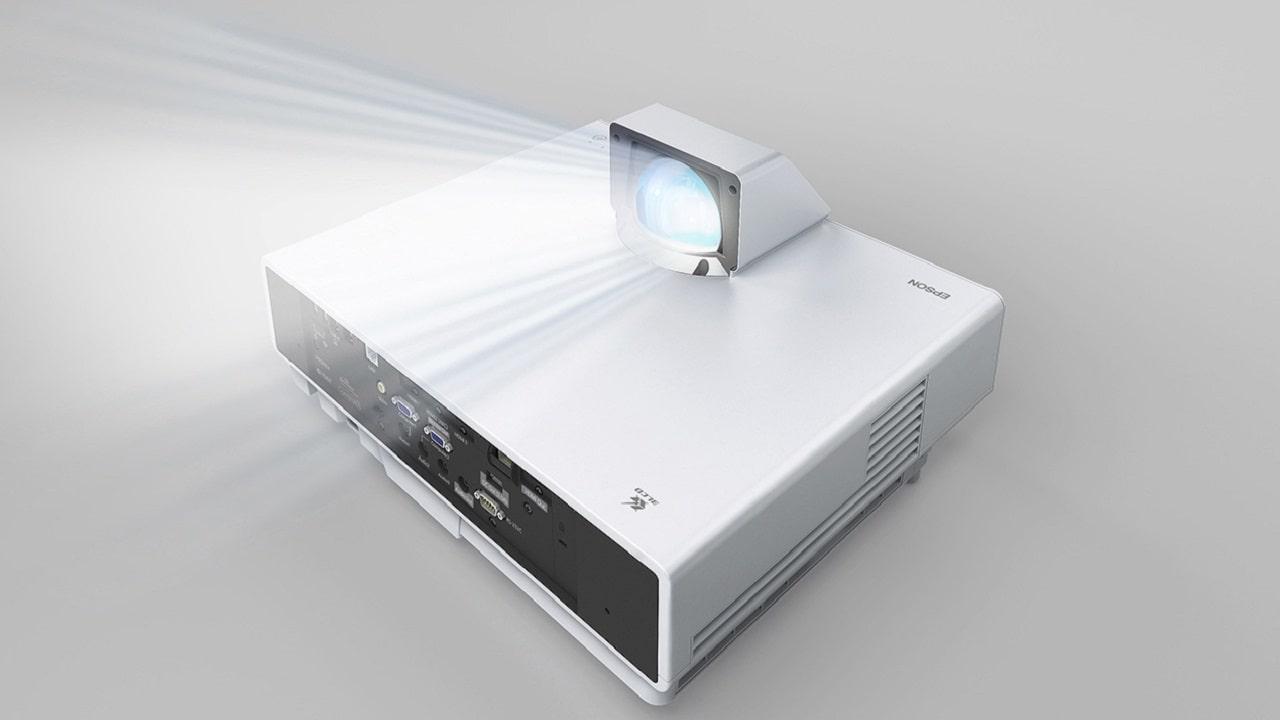 Epson presenta sei nuovi videoproiettori per il digital signage thumbnail