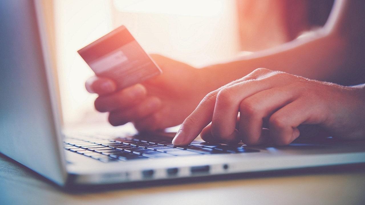 Gli italiani amano lo shopping online ma solo quando è semplice e sicuro thumbnail