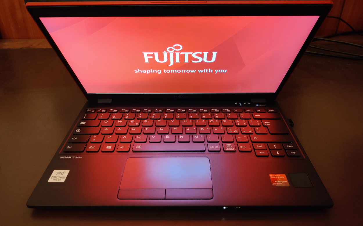 La nostra recensione del piccolo (ma potente) Fujitsu Lifebook U9310 thumbnail