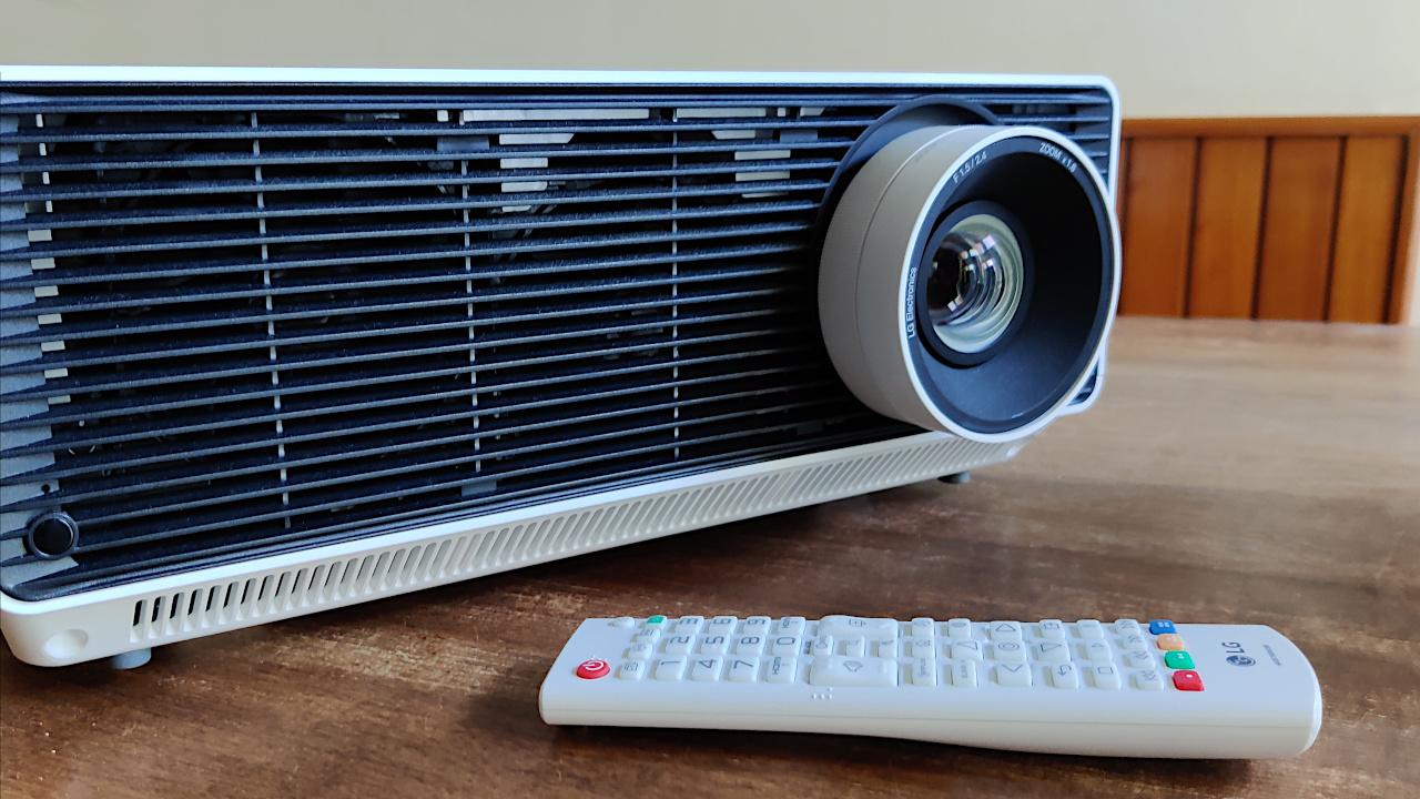 La nostra recensione del proiettore business LG ProBeam Laser 4K thumbnail