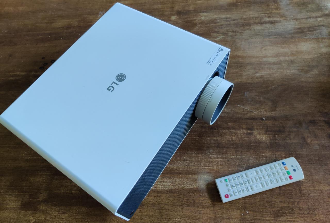 LG ProBeam Laser 4K proiettore telecomando