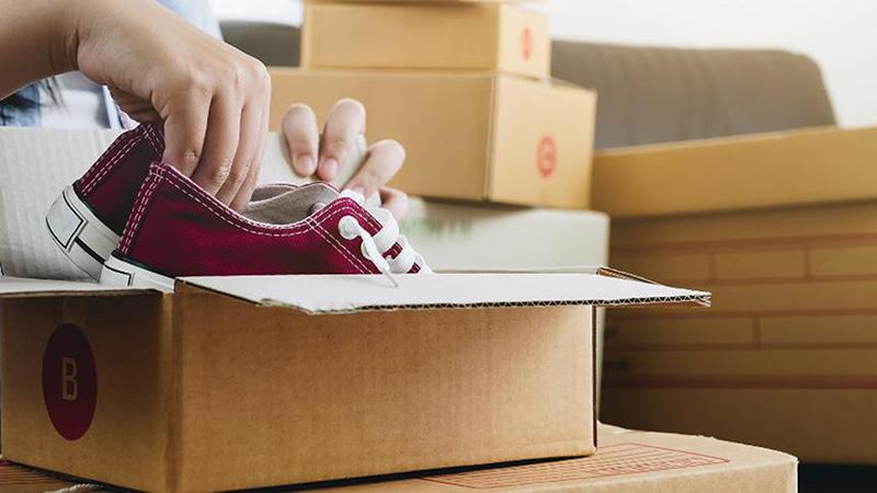 scarpe in scatola spedizione imprenditori italiani