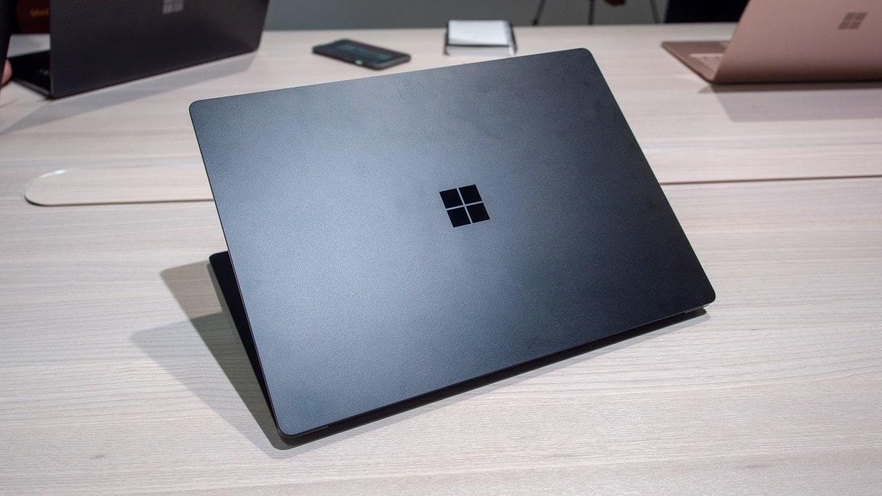 Microsoft Surface Laptop 4 dovrebbe avere anche una configurazione AMD thumbnail