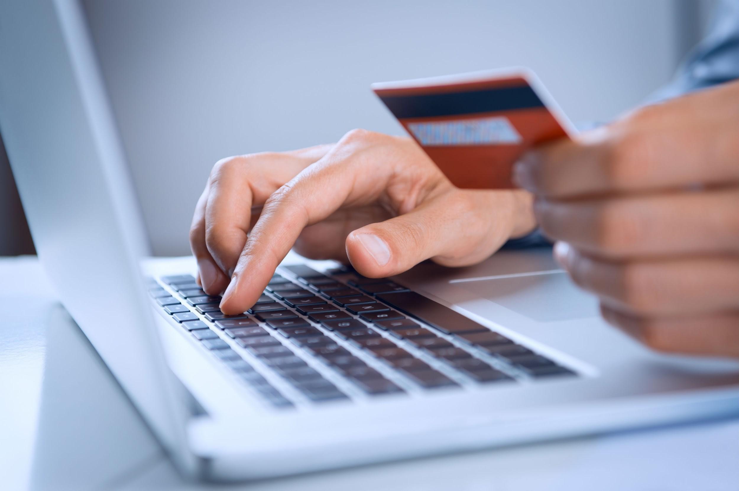 Pollini sceglie HiPay per i pagamenti online del proprio e-commerce thumbnail