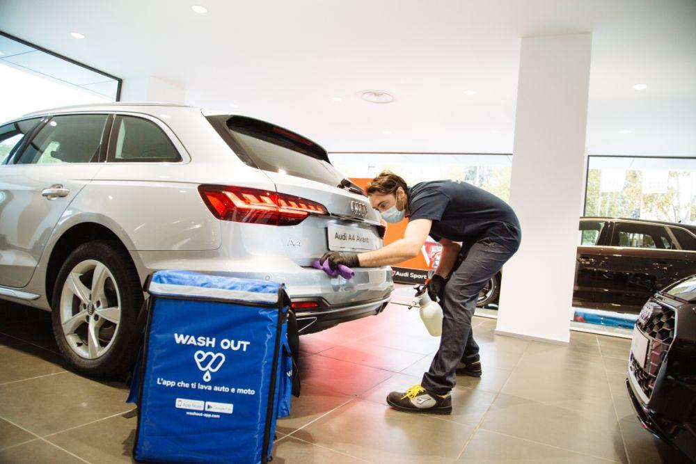 Auto lavata e igienizzata a domicilio col servizio B2B di Wash Out thumbnail