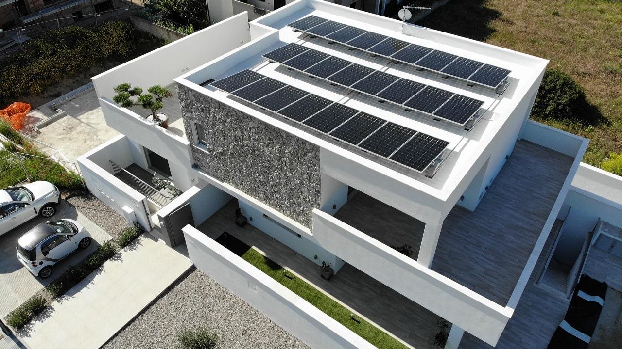 I pannelli fotovoltaici bifacciali di LG scelti da un'azienda di Olbia thumbnail