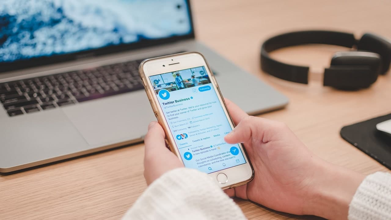 Twitter testa i profili professionali per i business thumbnail