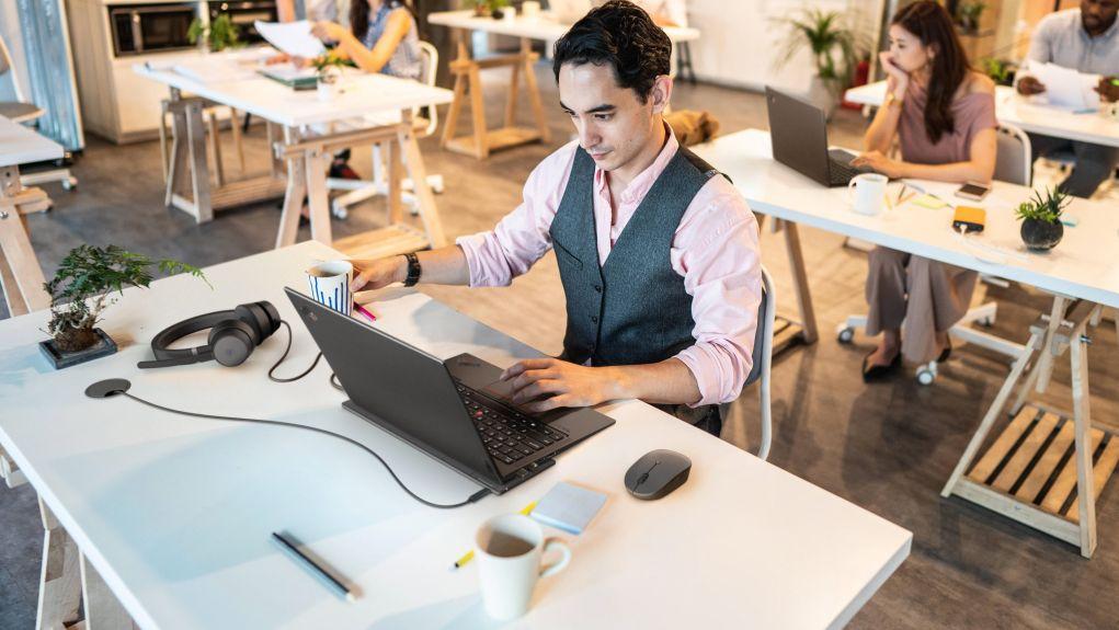 Nasce Lenovo Go, una serie di accessori per PC per avere l'ufficio sempre a portata di mano thumbnail