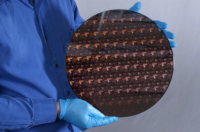 IBM annuncia la creazione del primo chip con processo a 2nm-min
