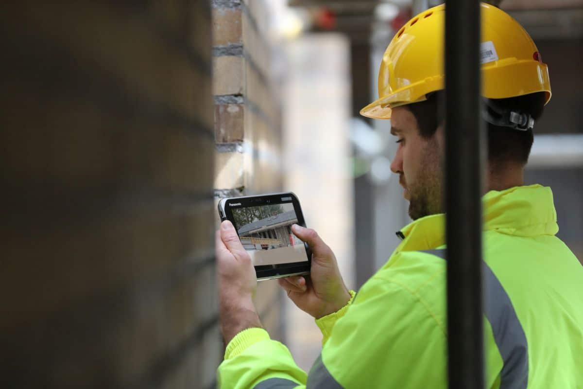 Panasonic TOUGHBOOK S1, il tablet rugged per i lavoratori sul campo thumbnail