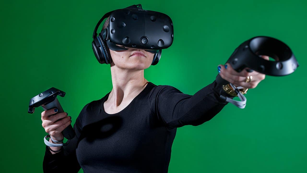 HTC svelerà presto due nuovi visori VR business thumbnail