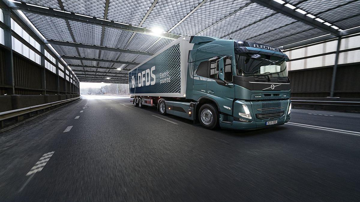 Volvo Trucks e DFDS insieme rendere la supply chain più sostenibile thumbnail