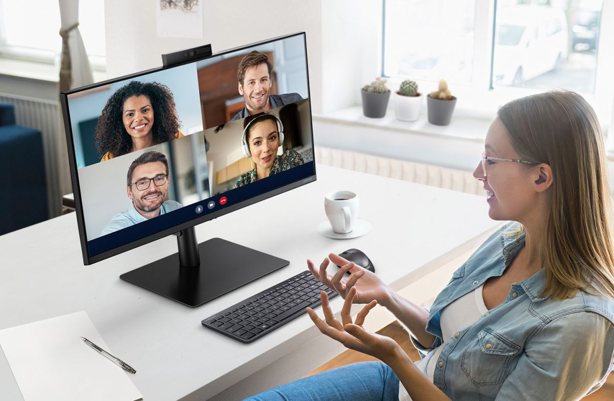 Samsung annuncia il Webcam Monitor S4 pensato per le videoconferenze thumbnail