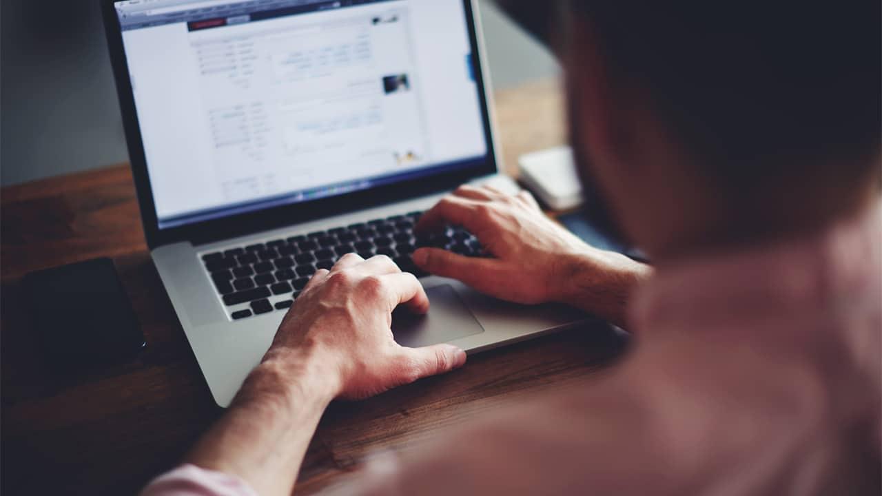 Come si è evoluto il luogo di lavoro: il rapporto di Poly thumbnail